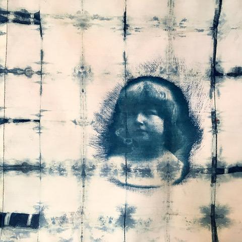 Josephine De Saint Seine-GRANNY-cyanotype et indigo sur-nape-en-lin2019
