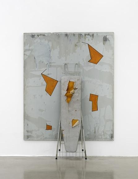 KUSNIR 1987 ACRYLIQUE SUR BOIS + PLANCHE À REPASSER 180 cm. (H) X 150 cm. (L) 72 DPI