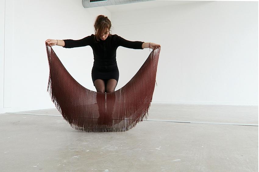 Marta Cristini, Rideau-chorégraphie à deux (photo de la performance), 2016