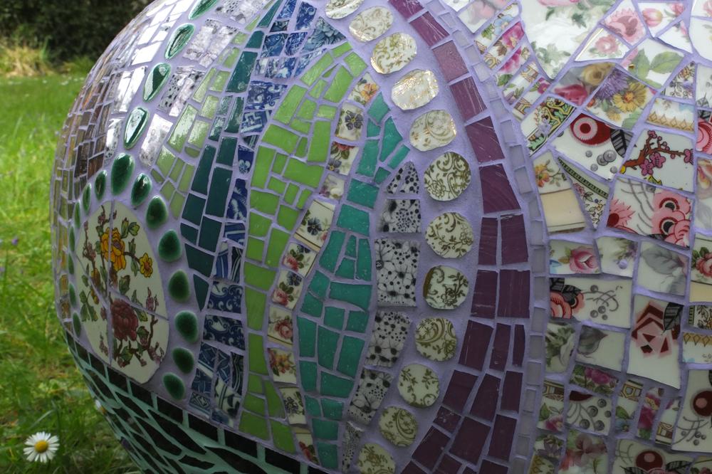 Atelier les précieuses assembleuses - Vanina Mercury Détail galet pouf 2016